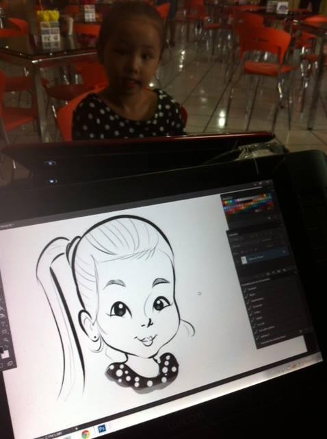 Caricaturas em canecas na festa da Sayuri